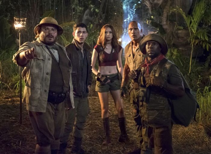 karen-gillan-jumanji-welcome-to-the-jungle-stills-posters-0